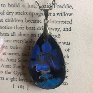 Jewelry - Artisan blue DAISY necklace